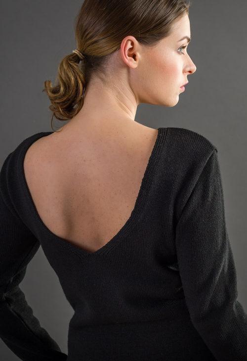 Sweter z dekoltem na plecach - czarny