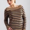 Sweter w paski beżowo - granatowy