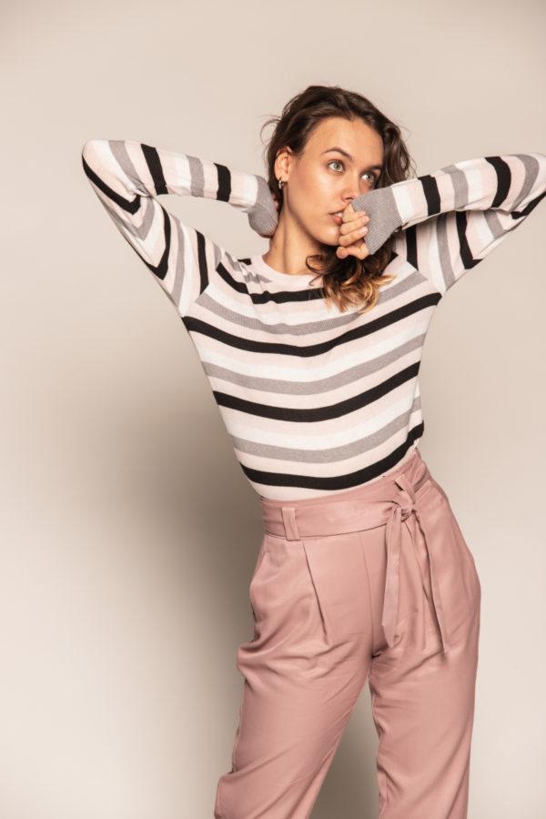 sweter w pasy bee and donkey sweter różowy