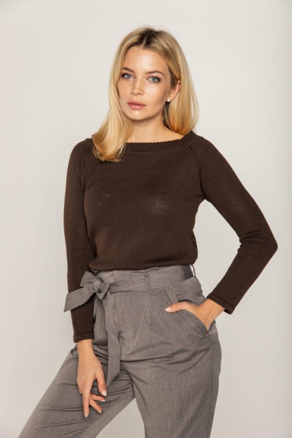 sweter brazowy ze wzorem na plecach bee and donkey knitwear