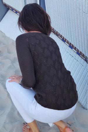 sweter brązowy wzor na plecach beeanddonkey dzianina