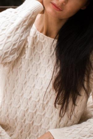 Wzorzysty, ciepły ze względu na dużą zawartość wełny merino i alpaki sweter w przyjaznych kolorach.