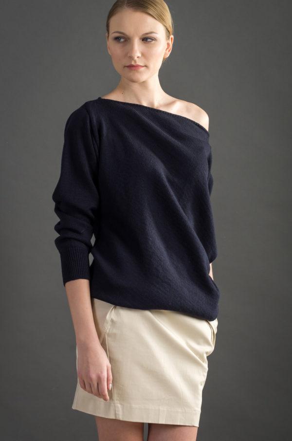sweter asymetryczny granatowy bee and donkey knitwear dzianina