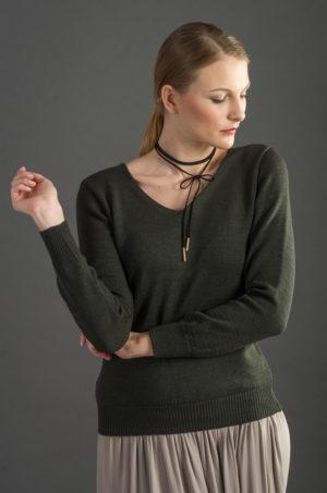 Sweter z dekoltem w serek - khaki