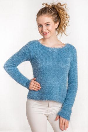 Włochaty sweter taliowany niebieski