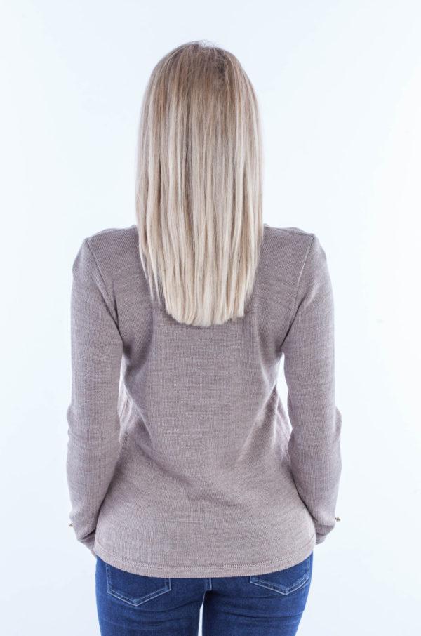 Sweter w serek z guziczkami beż