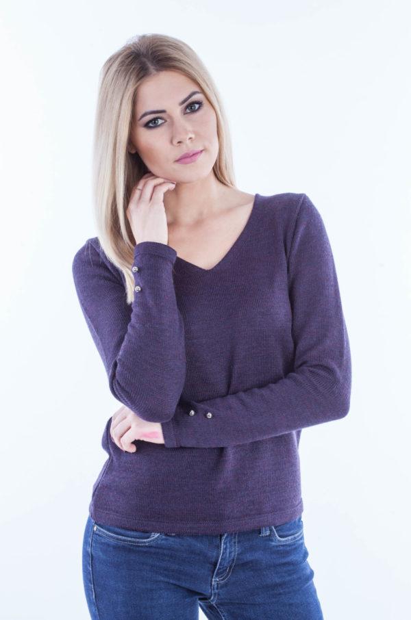 Sweter w serek z guziczkami śliwka