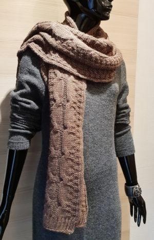 szal brązowy marki beeanddonkey knitwear dzianina Tarnowskie Góry bee and donkey knitwear