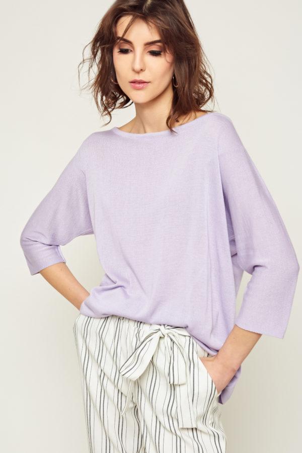 Bardzo delikatna bluzka w 100% z przędzy bambusowej, luźny, elegancki krój z rękawami ¾ kimono. Świetnie sprawdzi się zarówno w stylizacjach eleganckich jak i casualowych.